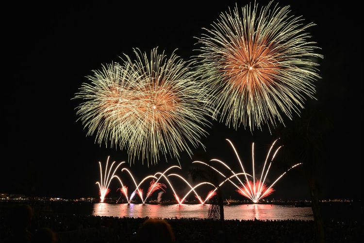 fireworks-535198_1280